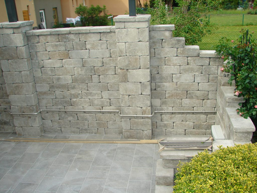 Terrasse-mit Steinmauer-und Kellerstufe-5