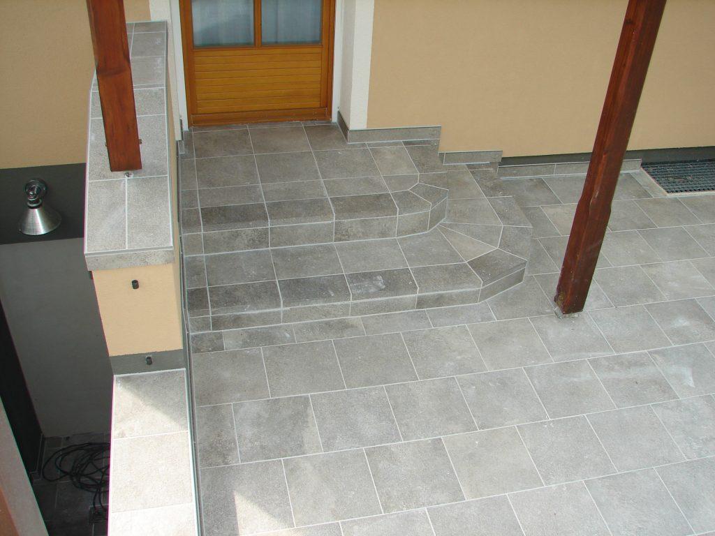 Terrasse-mit Steinmauer-und Kellerstufe-6