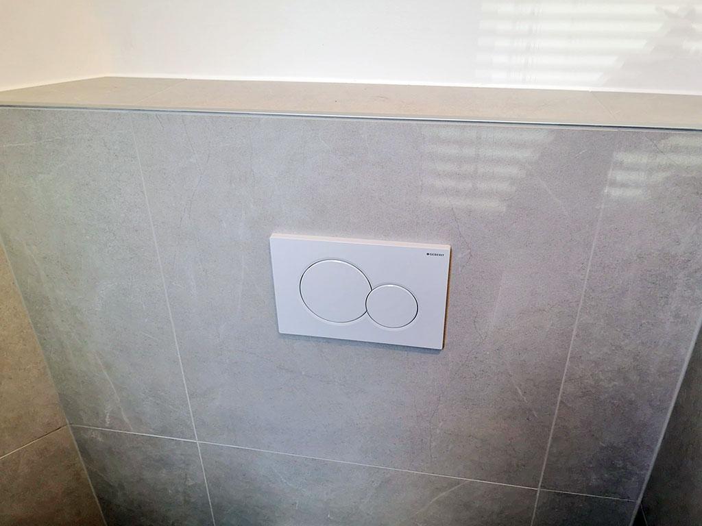 Toilette-mit-Dekorverfliesung-3